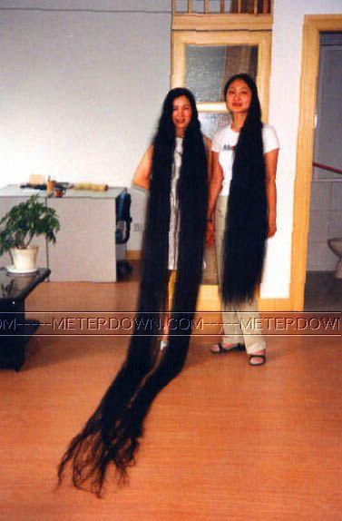у люси очень длинные волосы