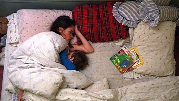 Муж фотографирует спящую жену  669316