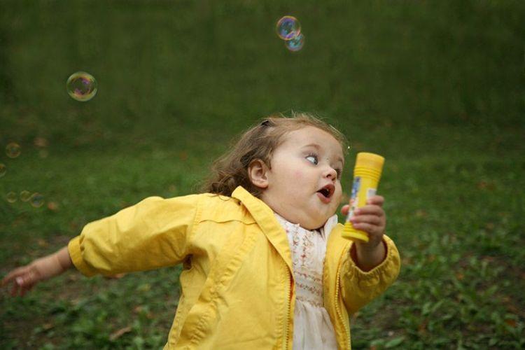Смешная картинка с бегущим человеком, днем рождения открытки