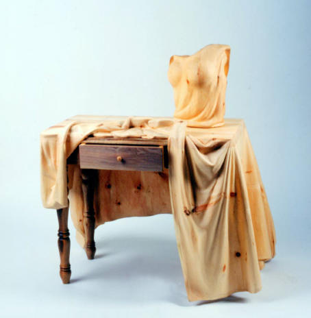 ...(Livio De Marchi) вырезал из дерева эти носки и лифчик, пальто, шляпу, кресло, детскую коляску, таксу, мольберт...
