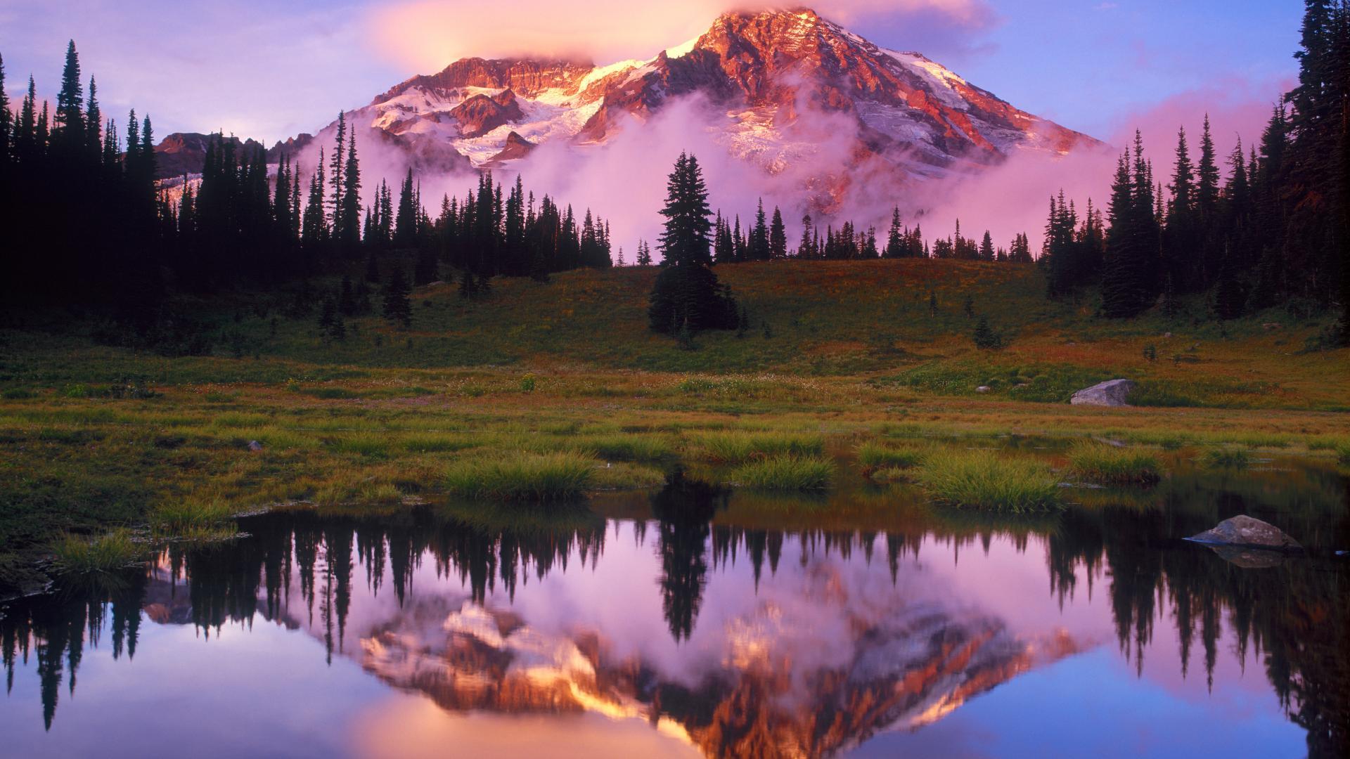 Облака над озером, галька, горы, лес  № 2950475  скачать