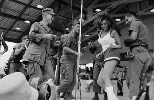 Историческое :: Красотки 60-х фото 15