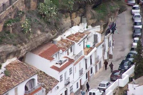 Обзор интернет :: Город под скалами фото 5